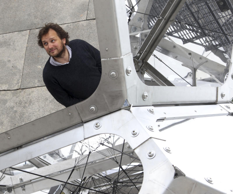 Nys Met Museum Lets Visitors Climb To Cloud 9
