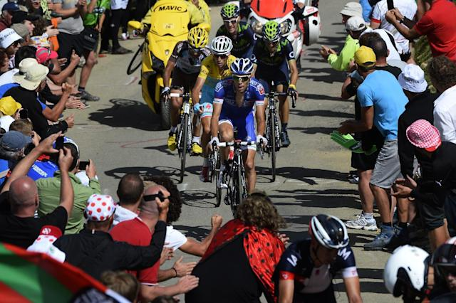 France's Jean-Christophe Peraud (L), Italy's Vincenzo Nibali (C) wearing the overall leader's yellow jersey, and France's Thibaut Pinot (R) ride during the Tour de France 16th stage on July 22, 2014 (AFP Photo/Lionel Bonaventure)