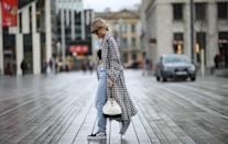 <p>Timeless but with a skater-girl spin, we love how baggy jeans look in combination with high-top sneakers, a crop top, a trench coat, and a quilted bag. </p>