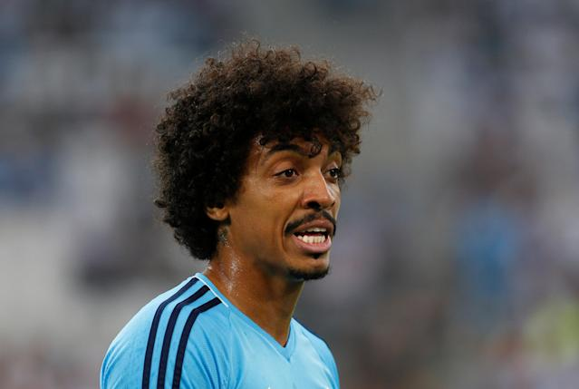 Soccer Football - Ligue 1 - Olympique de Marseille vs Amiens SC - Orange Velodrome, Marseille, France - May 19, 2018 Marseille's Luiz Gustavo during the warm up before the match REUTERS/Philippe Laurenson