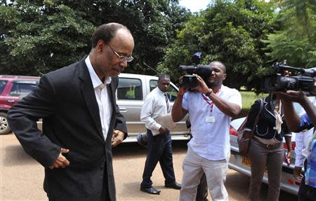Former U.S. congressman Mel Reynolds (L) arrives at the Harare Magistrates court, February 19, 2014. REUTERS/Philimon Bulawayo