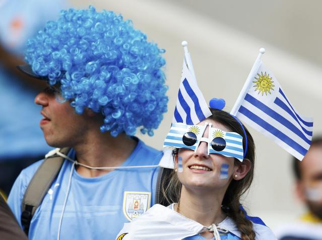 Fans of Uruguay wait for the start of their 2014 World Cup Group D soccer match against Costa Rica at the Castelao stadium in Fortaleza June 14, 2014. REUTERS/Dominic Ebenbichler (BRAZIL - Tags: SOCCER SPORT WORLD CUP)