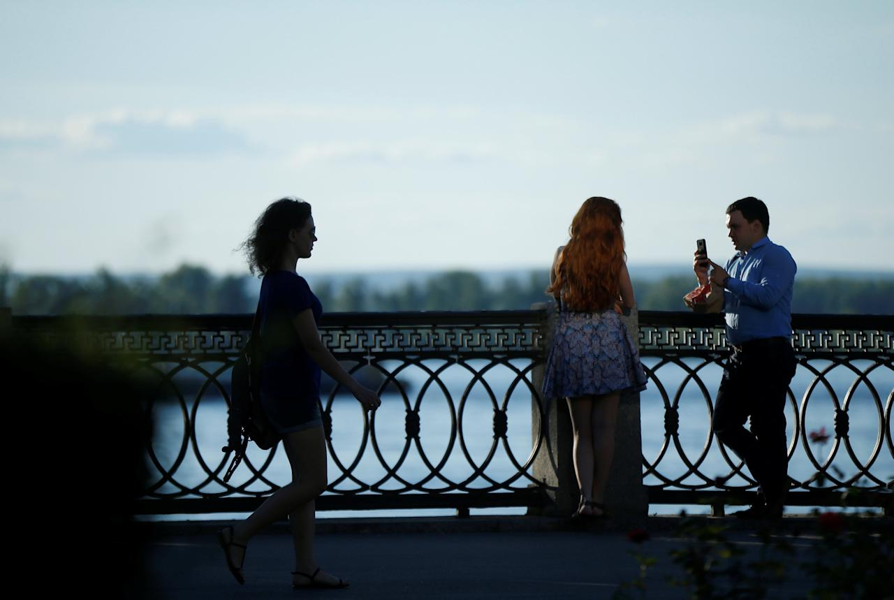 A couple takes a picture at an embankment of the Volga river in Samara, Russia, July 19, 2017. REUTERS/David Mdzinarishvili
