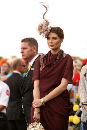 Mischa Barton, overwhelmed by the too harsh burgundy of her Ellery dress, LOVES the races.