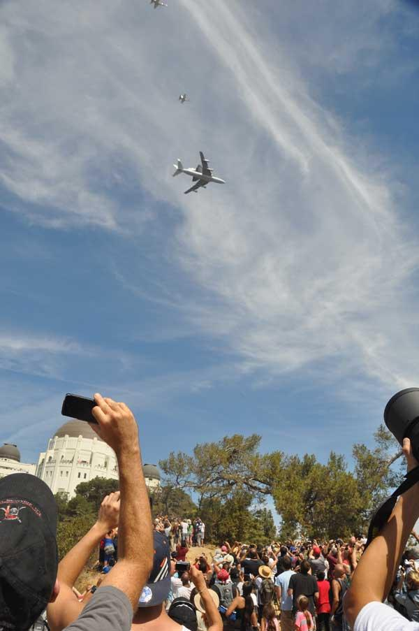 The Endeavour passes over the Griffith Observatory in Los Angeles. Courtesy of Wayne Chan of Yahoo!