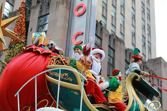 Santa Claus waves to the crowds from the Macy's Santa's Sleigh float in the 93rd Macy's Thanksgiving Day Parade in New York. (Photo: Gordon Donovan/Yahoo News)