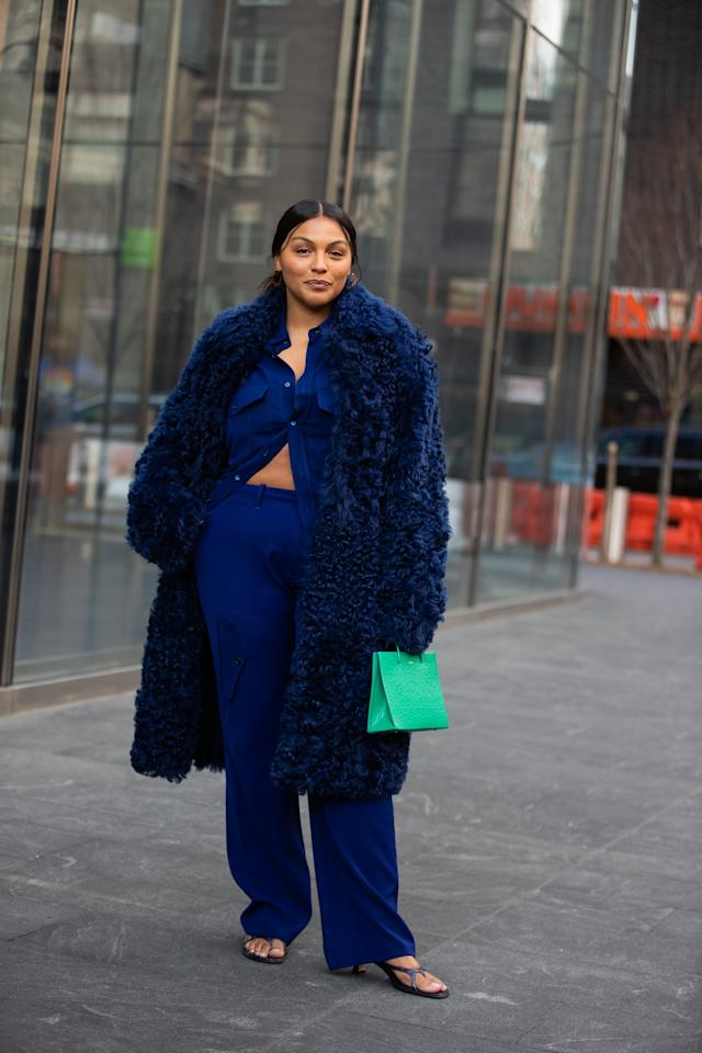 <p>A pop of green provided by your purse will help to make a statement during your morning commute.</p>