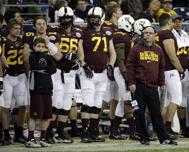 Minnesota coach Jerry Kill, right, looks at the scoreboard during the second half of the Texas Bowl NCAA college football game against Syracuse, Friday, Dec. 27, 2013, in Houston. Syracuse won 21-17. (AP Photo/David J. Phillip)