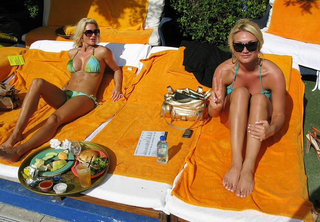 "Brooke Hogan and her dad Hulk Hogan's girlfriend Jennifer McDaniel top up their tans poolside in Miami. Can you tell them apart? I can't. <a href=""http://www.infdaily.com"" target=""new"">INFDaily.com</a> - December 30, 2009"