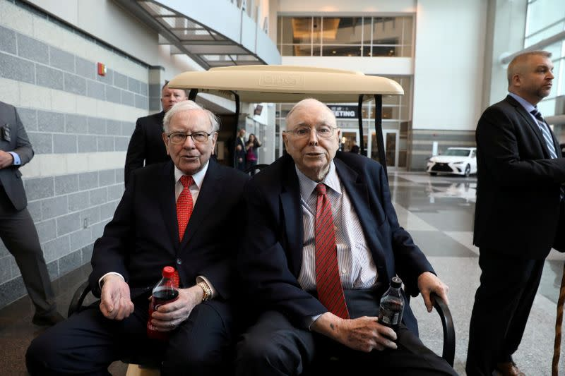 FILE PHOTO: Berkshire Hathaway Chairman Warren Buffett (left) and Vice Chairman Charlie Munger at the annual Berkshire shareholder shopping day in Omaha