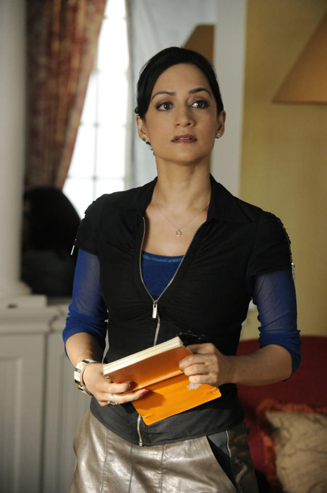 """When drug dealer Lemond Bishop learns that one of his accountants has been arrested, Kalinda (Archie Panjabi) tries to find out if the FBI is looking into his legitimate businesses or drug trade in """"Waiting for the Knock,"""" the fifth episode of """"The Good Wife"""" Season 4."""