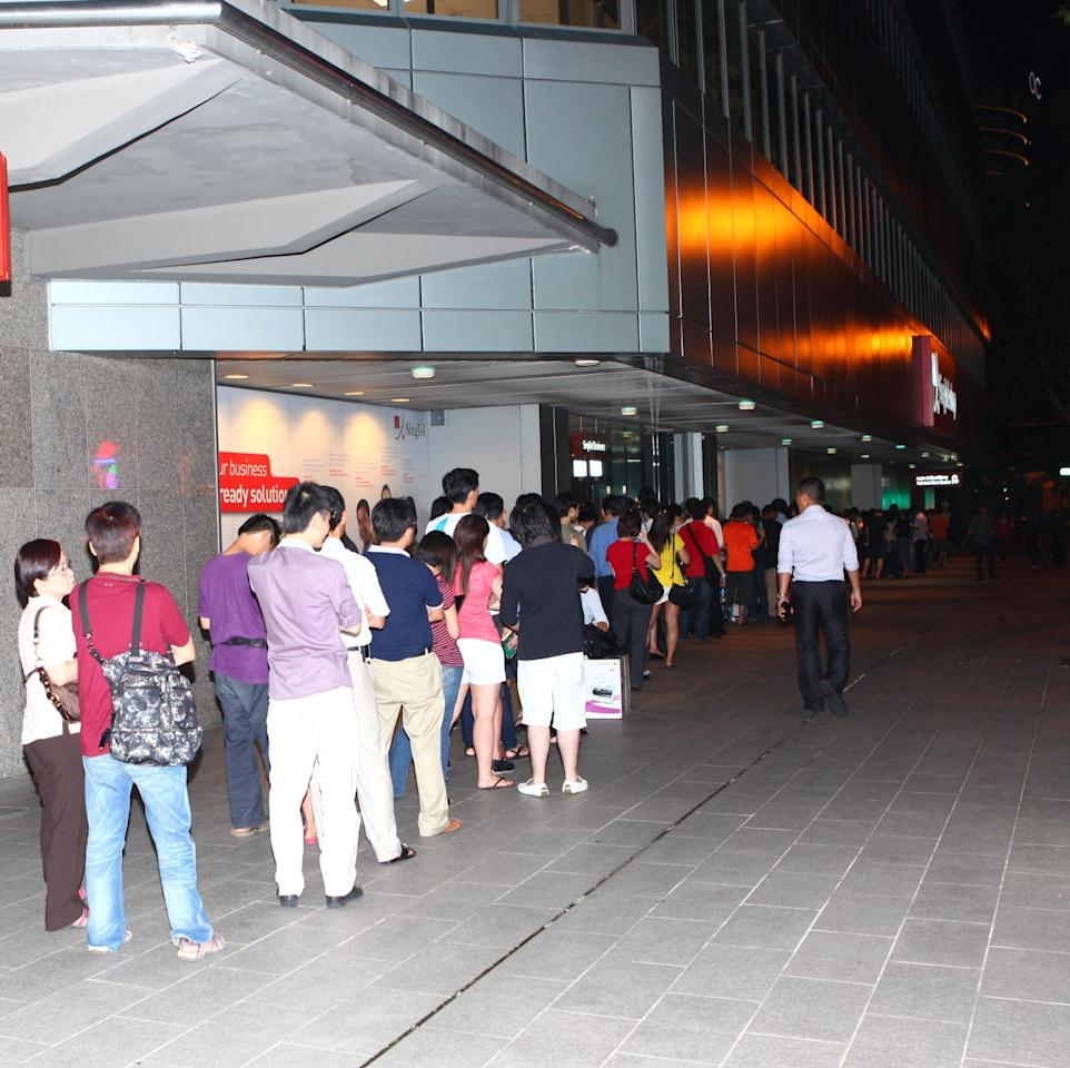 Customers wait in line for the launch of the GALAXY S III at SingTel, ComCentre