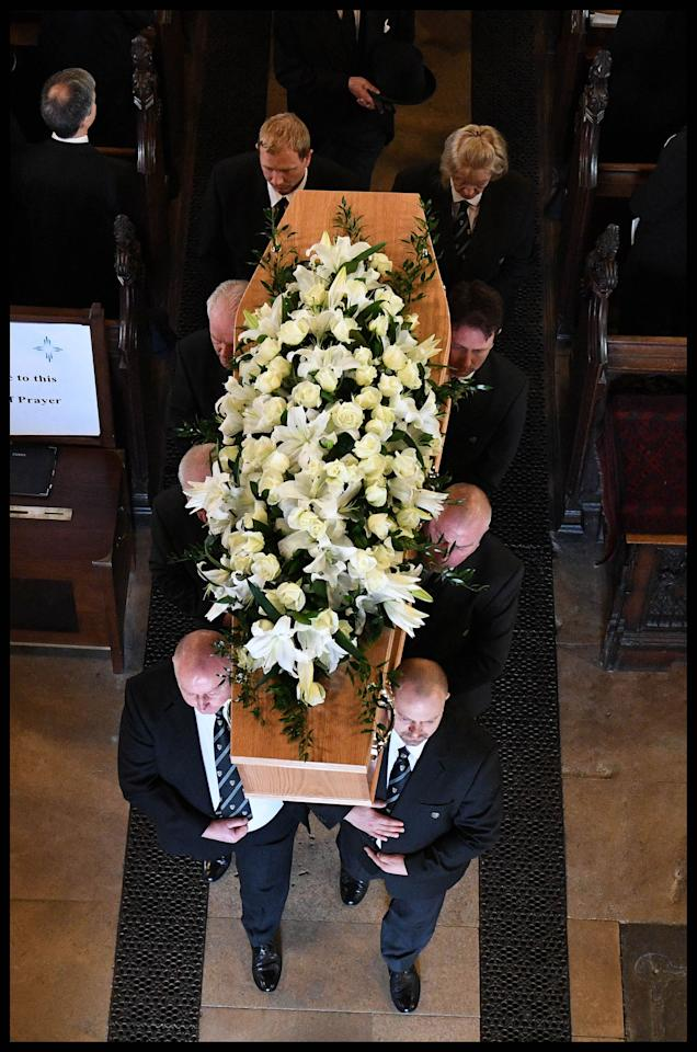 <p>Pallbearers carry Professor Stephen Hawking's coffin at his funeral at the University Church of St Mary the Great in the center of Cambridge, England on March 31, 2018. (Photo: Andrew Parsons/i-Images via ZUMA Press) </p>