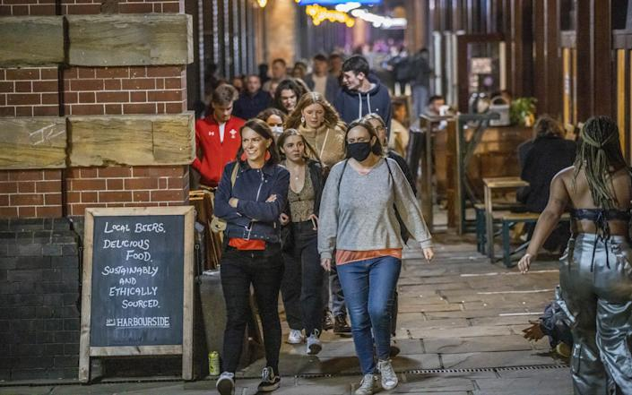 Large groups of people leave pubs, bars and restaurants at 10pm. Bristol. - Jake McPherson/SWNS