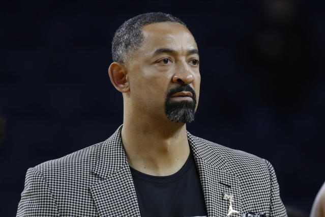 Juwan Howard has had better days as Michigan head coach. (AP Photo/Paul Sancya)