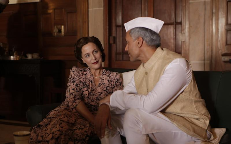 Lady Mountbatten (Gillian Anderson) and Jawaharlal Nehru (Tanveer Ghani) exchange adoring glances in Viceroy's House - PATHE UK