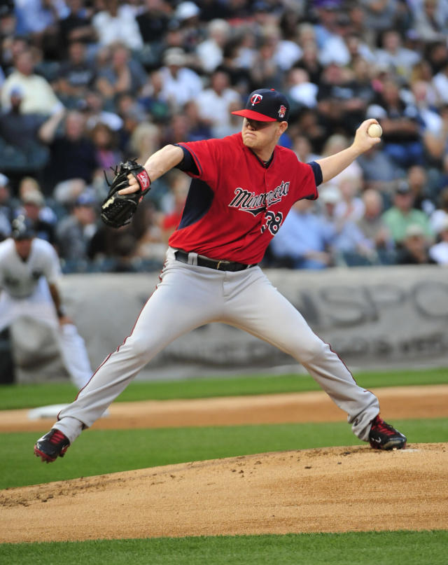 Minnesota Twins pitcher Logan Darnell throws against the Chicago White Sox during the first inning of a baseball game, Friday, Aug. 1, 2014, in Chicago. (AP Photo/David Banks)