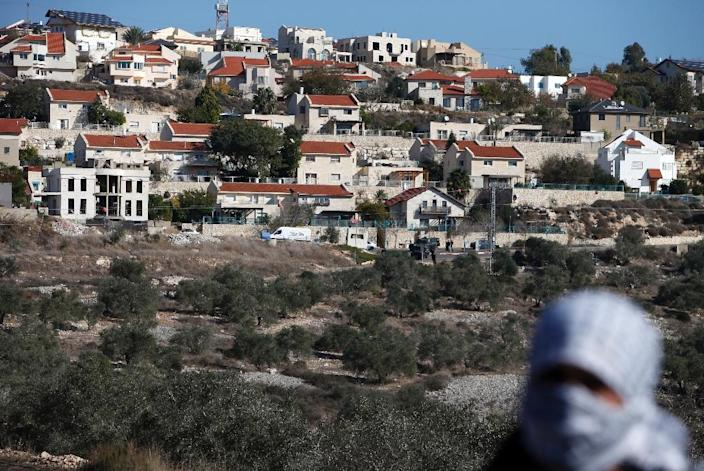A Palestinian protester in front of the Israeli settlement of Qadumim (Kedumim) on December 9, 2016 during clashes with Israeli security forces following a demonstration against the expropriation of Palestinian land (AFP Photo/Jaafar Ashtiyeh)