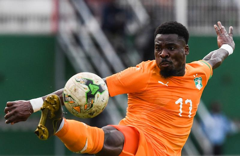 Ivory Coast defender Serge Aurier controls the ball (AFP Photo/ISSOUF SANOGO)