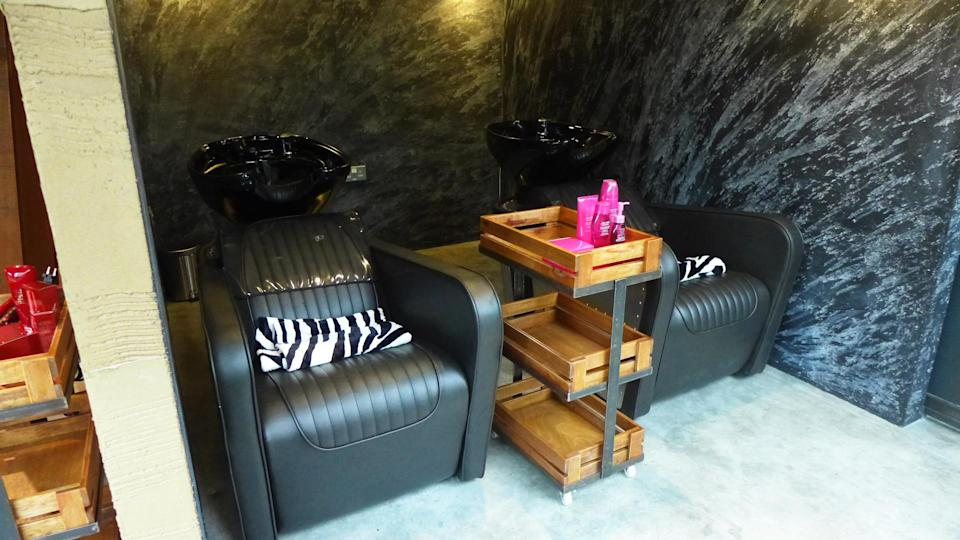 <p>This is one of the shampoo sections at the salon overlooking Orchard Road. </p>