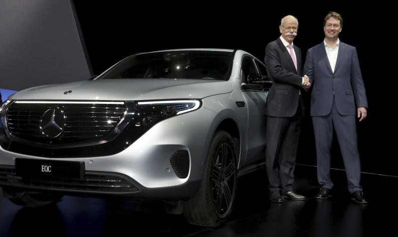 Daimler CEO Zetsche hands off to successor amid tech change