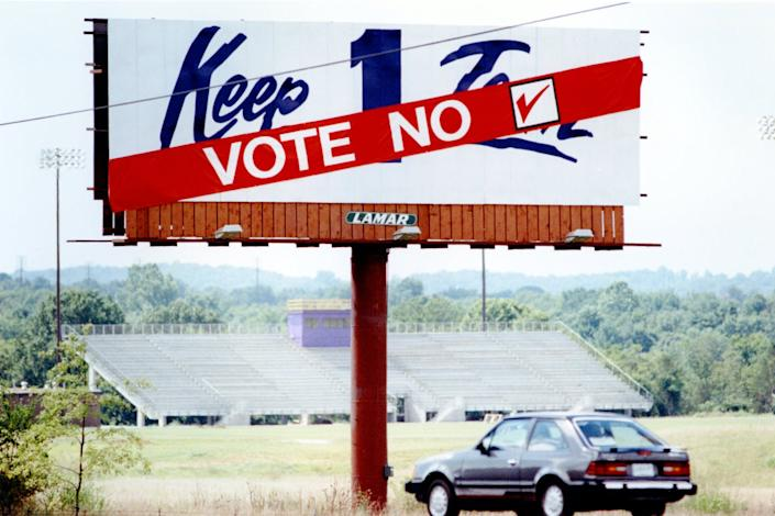 """<span class=""""caption"""">Nissan used billboards to convey its anti-union message during a unionization drive in 1989.</span> <span class=""""attribution""""><a class=""""link rapid-noclick-resp"""" href=""""http://www.apimages.com/metadata/Index/Watchf-ASSOCIATED-PRESS-I-TN-USA-APHST46-FOOTNOTE/bffd484e790d47869a8608cdc17aabf2/1/0"""" rel=""""nofollow noopener"""" target=""""_blank"""" data-ylk=""""slk:AP Photo/Mark Humphrey"""">AP Photo/Mark Humphrey</a></span>"""
