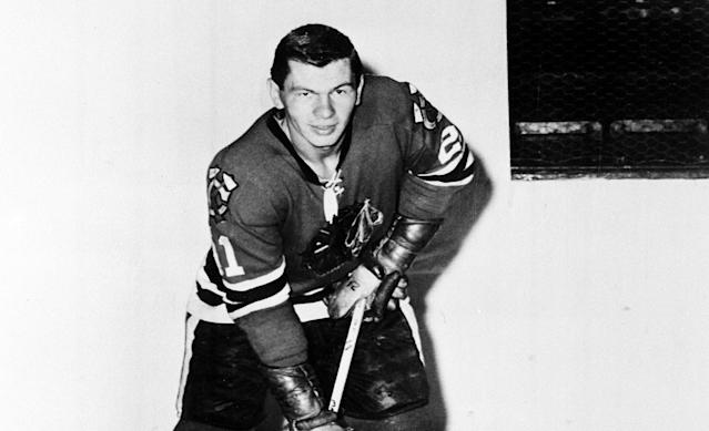 "One of the NHL's smallest players and biggest scorers, <a class=""link rapid-noclick-resp"" href=""/nhl/teams/chi"" data-ylk=""slk:Blackhawks"">Blackhawks</a> legend Stan Mikita died at 78 years old on Tuesday. (AP)"