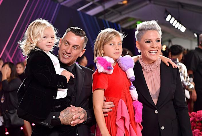 Carey Hart and Pink with their children, Jameson and Willow Sage Hart, at the 2019 E! People's Choice Awards red carpet. (Photo: Emma McIntyre/E! Entertainment via Getty Images)