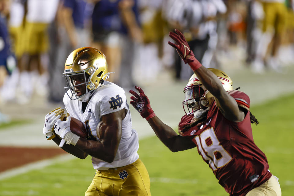 TALLAHASSEE, FL - SEPTEMBER 05: Notre Dame Fighting Irish wide receiver Kevin Austin Jr. (4) catches a pass for a touchdown while defended by Florida State Seminoles defensive back Travis Jay (18) during the game between the Notre Dame Fighting Irish and the Florida State Seminoles on September 5, 2021 at Bobby Bowden Field at Doak Campbell Stadium in Tallahassee, Fl. (Photo by David Rosenblum/Icon Sportswire via Getty Images)