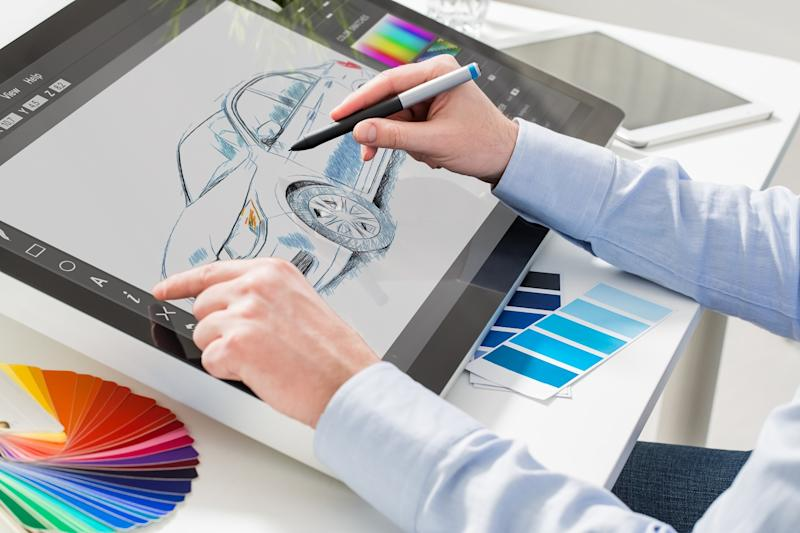 Whether it is graphic designing or digital painting, the online world gives tons of opportunities for aspiring artists.