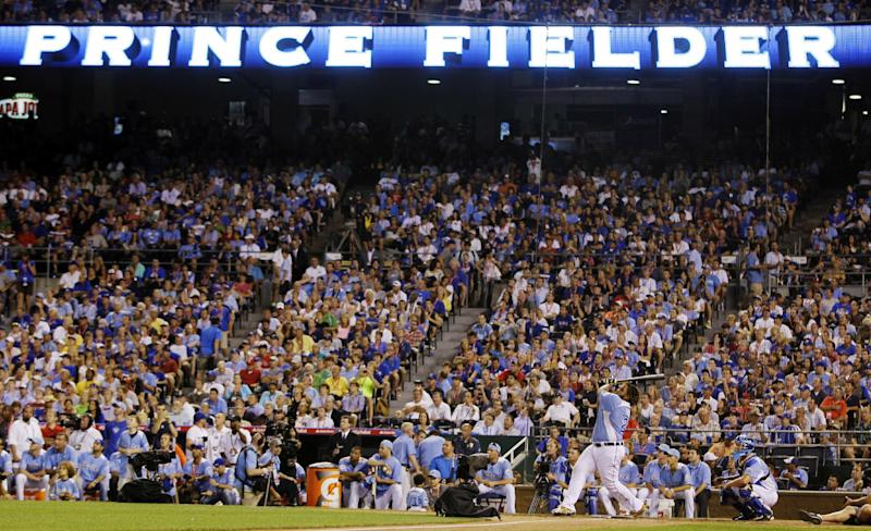 American League's Prince Fielder, of the Detroit Tigers, swings during the final round of the MLB All-Star baseball Home Run Derby, Monday, July 9, 2012, in Kansas City, Mo. Fielder defeated Jose Bautista, of the Toronto Blue Jays, to win the competition. (AP Photo/Jeff Roberson)