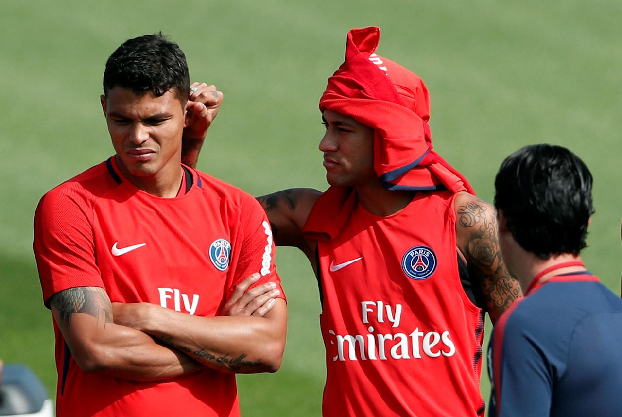 Soccer Football - Paris St Germain - Training - Paris, France - August 23, 2017   Paris St Germain's Neymar and Thiago Silva with coach Unai Emery during training   REUTERS/Benoit Tessier