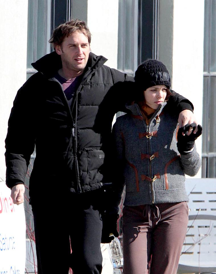 "Rachel McAdams was spotted cozying up to new boyfriend Josh Lucas in her native Toronto last week. Rachel previously dated her ""Notebook"" costar Ryan Gosling on and off for three years. Josh is best known for his role in the movie ""Sweet Home Alabama."" O'Neil/White/<a href=""http://www.infdaily.com"" target=""new"">INFDaily.com</a> - March 1, 2009"
