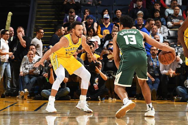 Stephen Curry struggled before leaving Thursday's game against the Bucks with an adductor strain. (Getty)