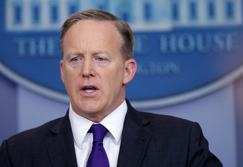 The Sean Spicer Show Is Twitter's Best Hour