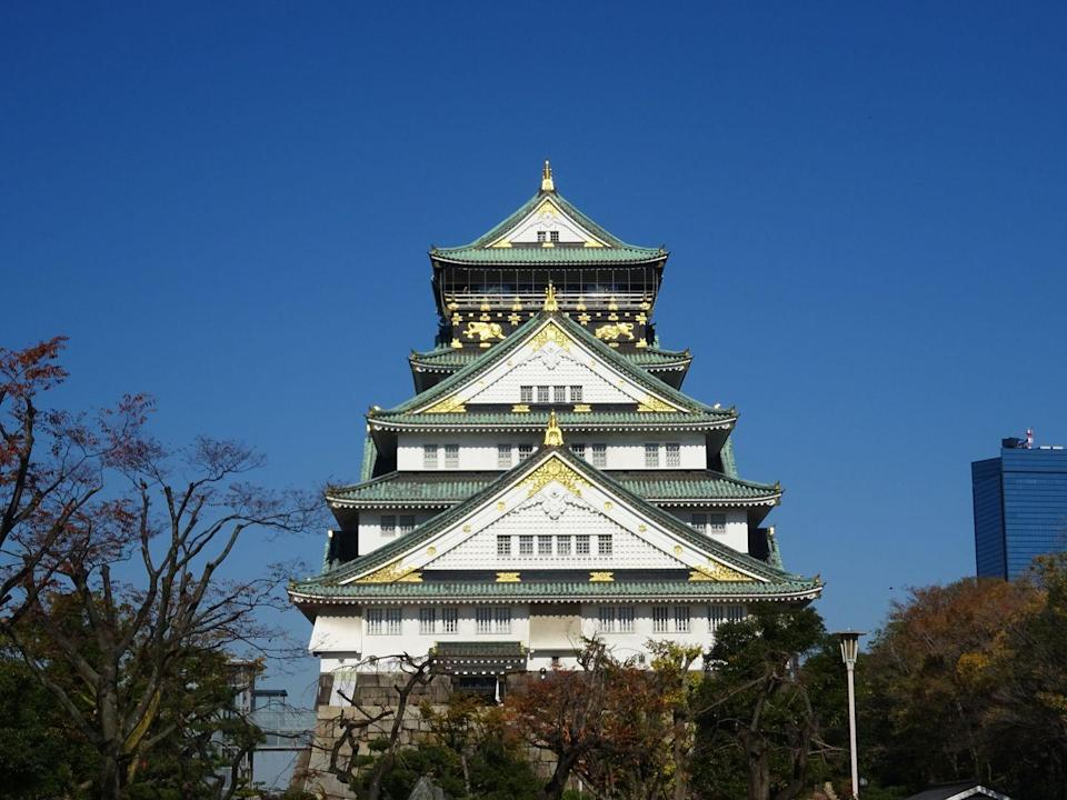 <p>Osaka Castle, one of the most famous and historic castles in all of Japan, is also among the most beautiful. Located in Kyobashi, it's now a five-storey museum which usually draws in a steady crowd of visitors each year. </p>