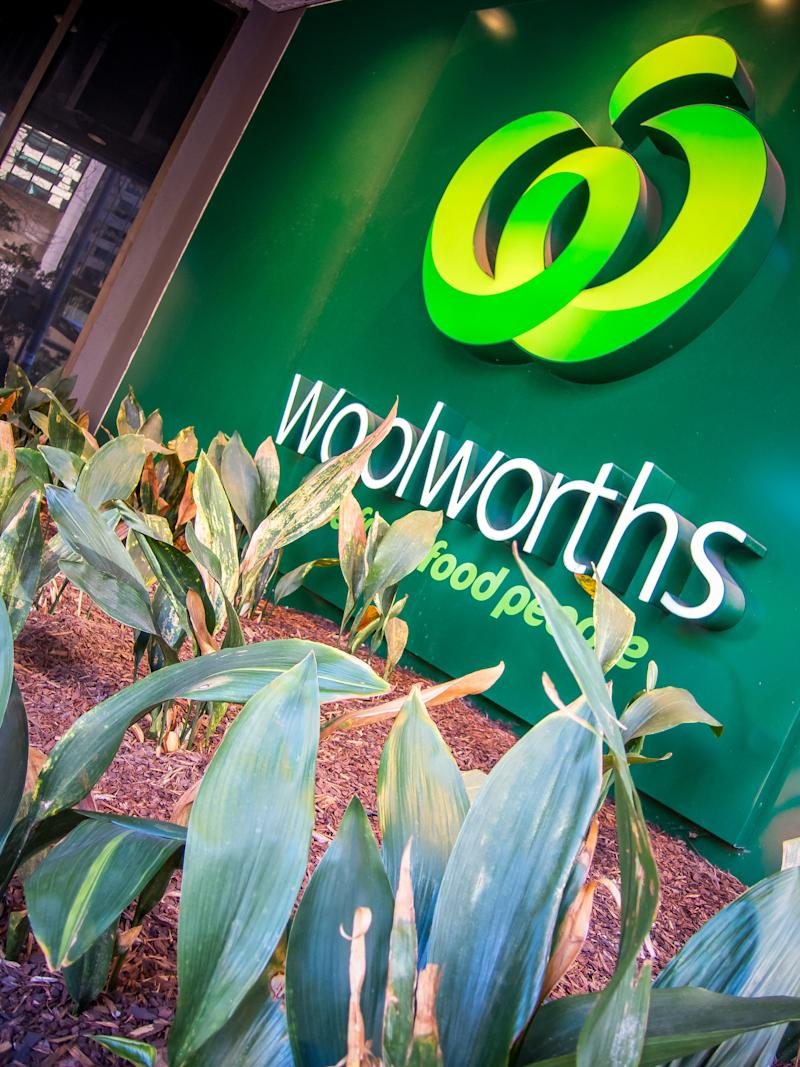 """Picture of a Woolworths sign, which says """"the fresh food people""""."""