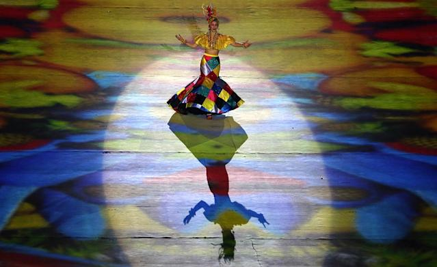 <p>A performer takes part in the closing ceremony for the 2016 Rio Olympics at the Maracana Stadium on August 21, 2016. (REUTERS/Edgard Garrido) </p>
