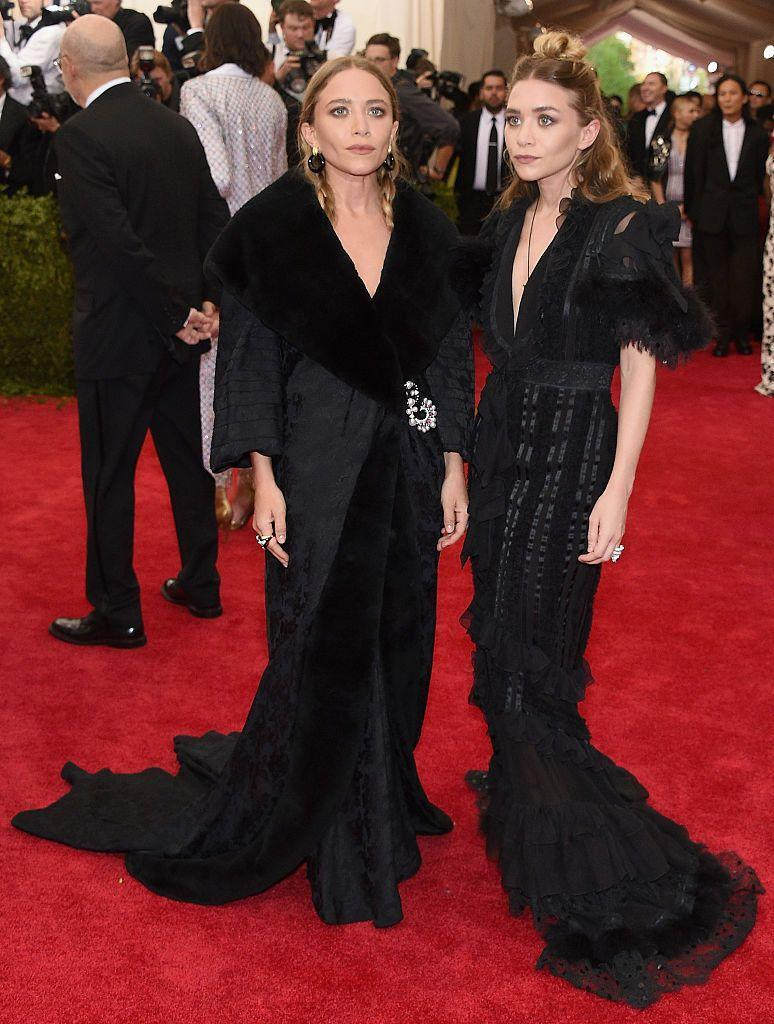 <p>The stylish twins wore all black John Galliano for Christian Dior to the 2015 Met Gala.</p>