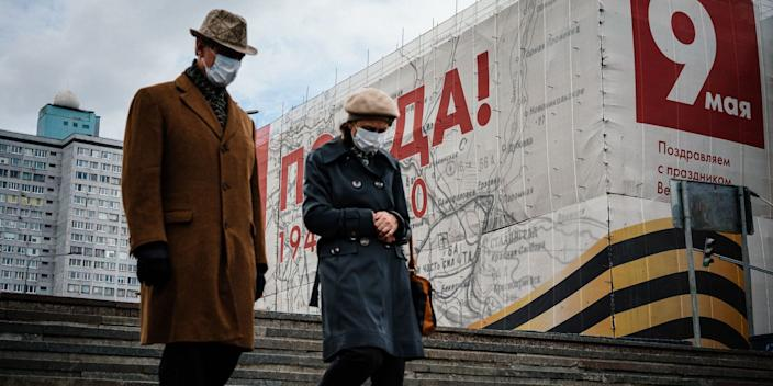 A couple wearing face masks in Moscow, Russia, on May 7, 2020.