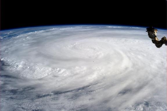 Astronaut Sees Super Typhoon Haiyan from Space (Photo)