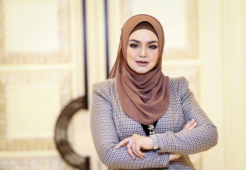Popular songstress Datuk Seri Siti Nurhaliza Tarudin has more than 90,000 Google searches on a monthly basis. — Picture by Firdaus Latif