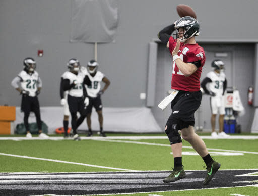 Philadelphia Eagles quarterback Carson Wentz throws the ball during practice at NFL football training camp, Tuesday, May 22, 2018, in Philadelphia. (AP Photo/Chris Szagola)