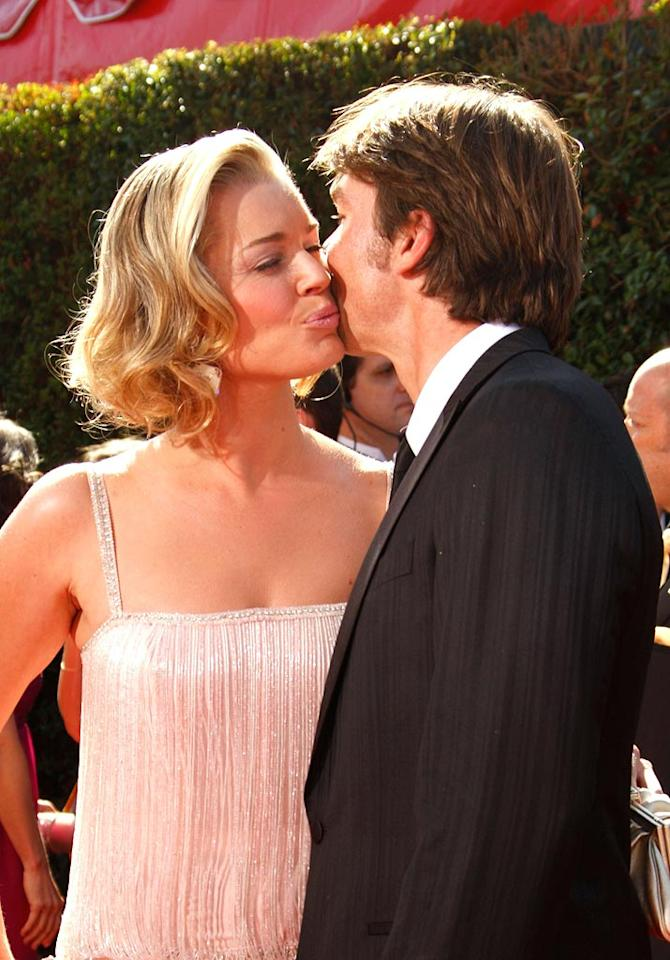 """<a href=""""/rebecca-romijn/contributor/37863"""">Rebecca Romijn</a> and <a href=""""/jerry-o-39-connell/contributor/28649"""">Jerry O'Connell</a> arrive at the <a href=""""/the-59th-annual-primetime-emmy-awards/show/41371"""">59th Annual Primetime Emmy Awards</a> at the Shrine Auditorium on September 16, 2007 in Los Angeles, California."""