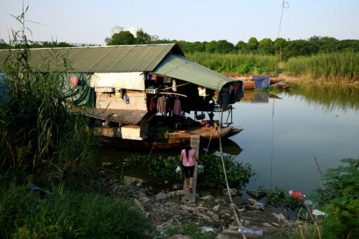 The temporary residents of open-air boats on Hanoi's Red River have left the countryside in search of higher wages in the city