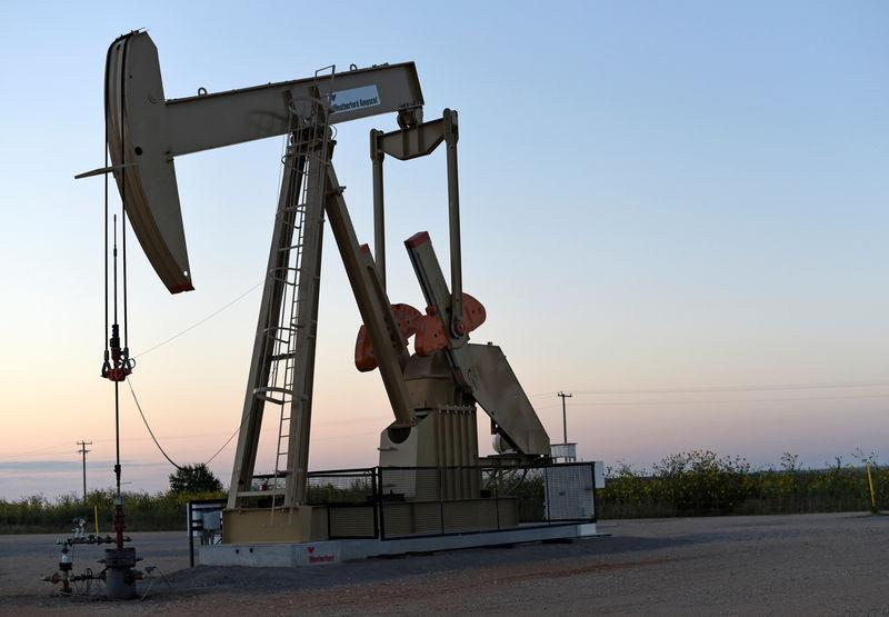 FILE PHOTO: A pump jack operates at a well site leased by Devon Energy Production Company near Guthrie, Oklahoma September 15, 2015. REUTERS/Nick Oxford/File Photo