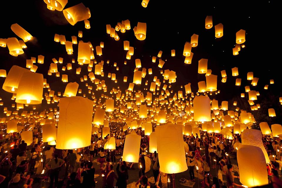 <p>Though there are many festivals of light celebrated throughout Thailand, the Yi Peng celebration is perhaps the most unique because lanterns are released into the sky rather than over water. </p>
