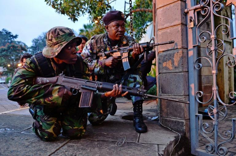 Kenyan soldiers take cover as heavy gunfire breaks out during the siege