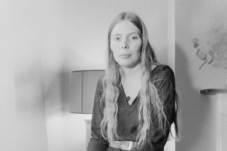 Joni Mitchell in London, January 1970 (Getty Images)