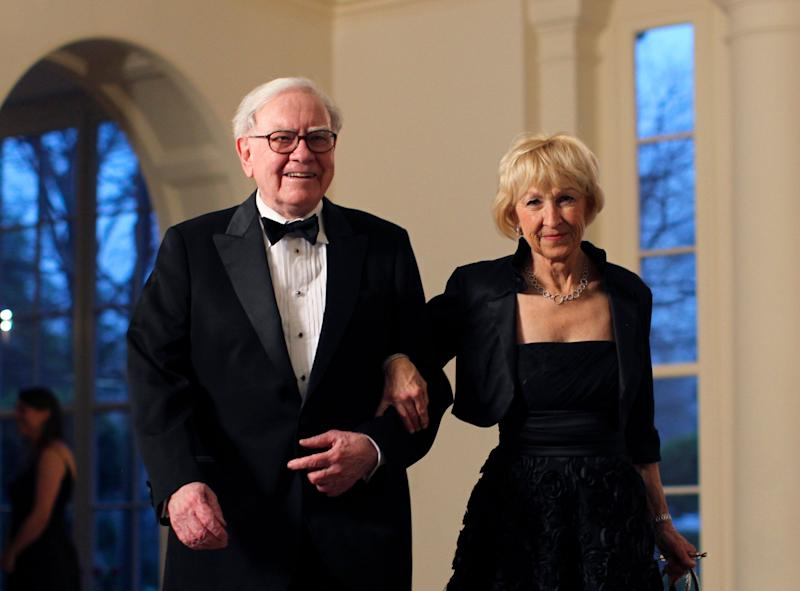 Business magnate Warren Buffett and his wife Astrid Menks arrive for a State Dinner held in honor of Britain's Prime Minister David Cameron and his wife Samantha at the White House in Washington March 14, 2012. REUTERS/Benjamin Myers (UNITED STATES MEDIA - Tags: POLITICS BUSINESS) - GM1E83F0QBU01